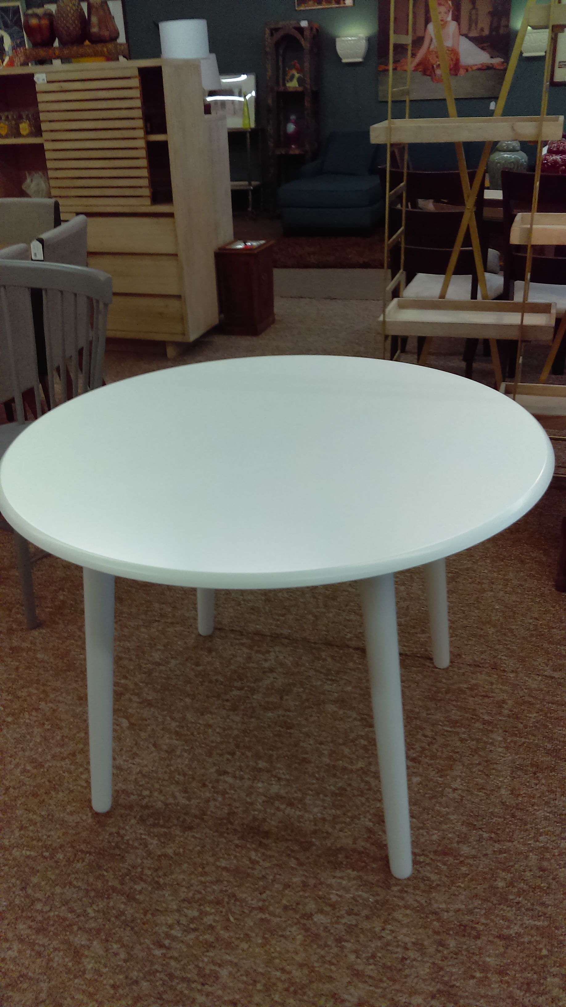 Round white kitchen table 150 the furniture guy for Furniture guy seattle